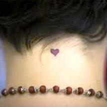 tattoo de coração na nuca