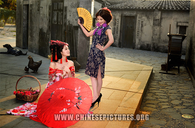 Chinese Girl Photo 2 - Reviving Traditional Chinese Dress