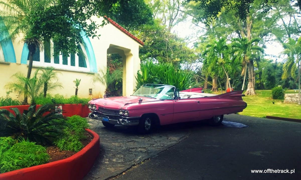 Stary samochód kabriolet na Kubie