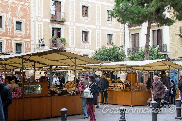 Plaça del Pi'de yöresel ürünler pazarı, Barselona