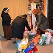 rádové sestry pri preberaní darčekov pre núdzne deti