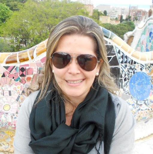 Renata Carneiro Photo 11