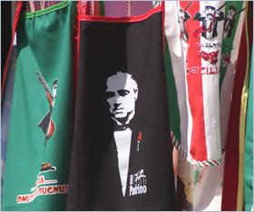 Sizilien - Souvenir - Schürze mit dem Konterfei von Marlon Brando in der Rolle des Paten.