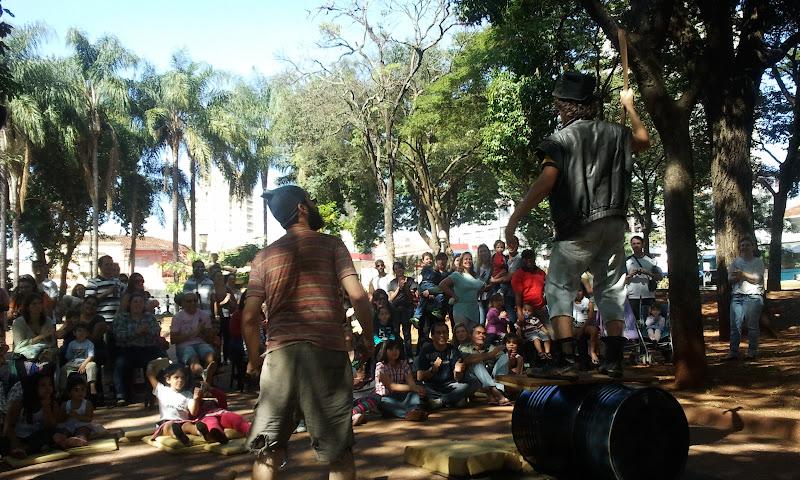 Grupo Zibaldoni na primeira apresentação do Circulando na Pça Sete