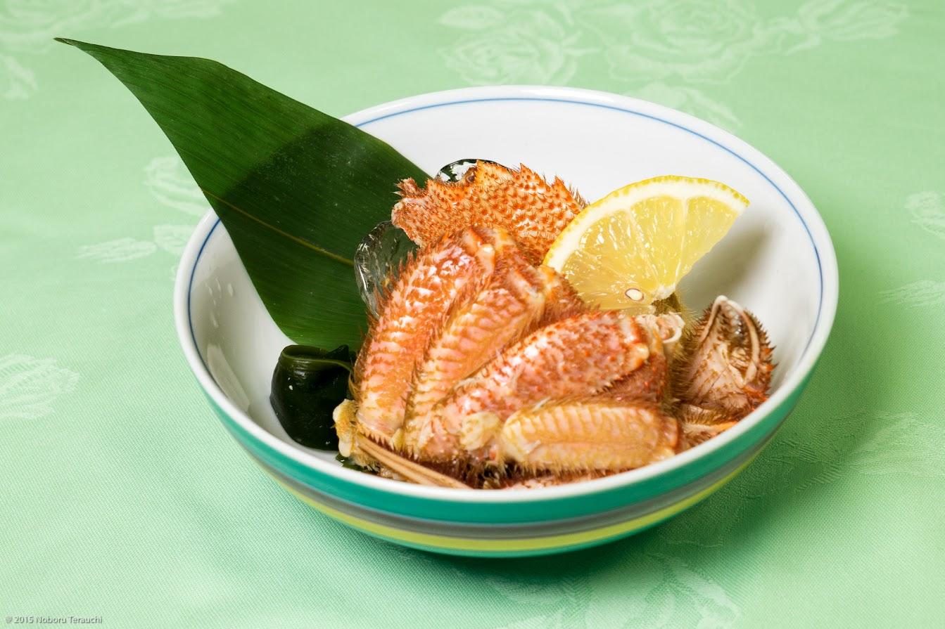 強肴:紋別産毛蟹半身 海草 檸檬(レモン)