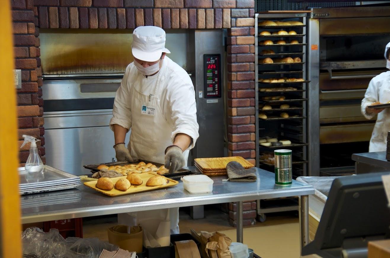 朝7時前から焼かれるパンやピッツア