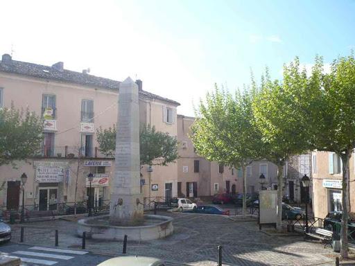 Charmante petite place du centre de Sisteron