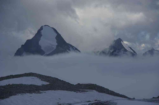 Sans doute le petit mont Collon (à gauche), vu depuis la cabane des Vignettes
