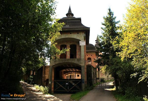 Nieukończony zamek w Łapalicach