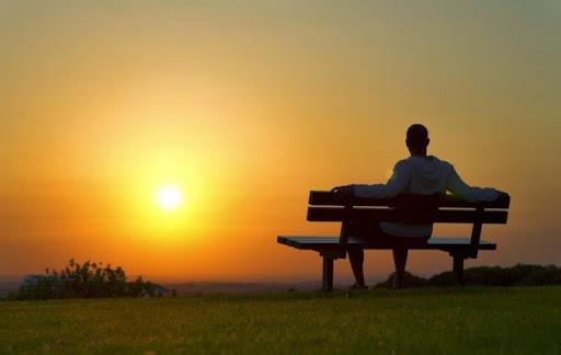 """""""Ta được ban cho một cuộc đời không quá ngắn nhưng chính ta lại làm nó ngắn lại. Cuộc đời không cho ta những điều tồi tệ, chỉ là ta đang quá lãng phí những gì mình có"""""""