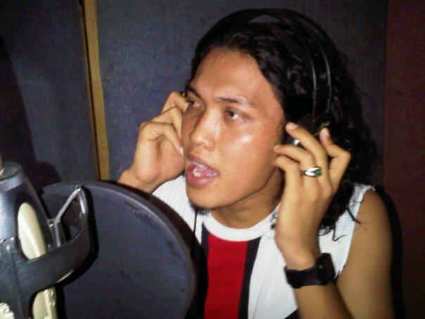 Barat, Indonesia. sebelumnya tahun 2005 pernah populer dengan lagu