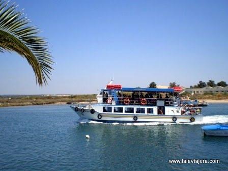 Ferry para llegar a Isla Tavira