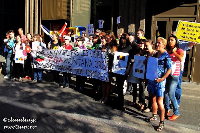 Protest pentru Roșia Montană la Montreal