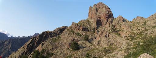 Le Pinzu Scaffone domine tout le versant et les bergeries
