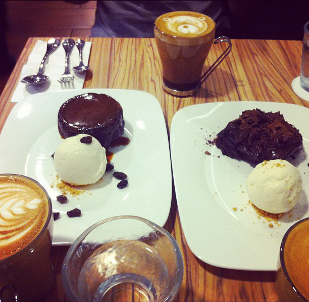 Cute coffee art and dessert