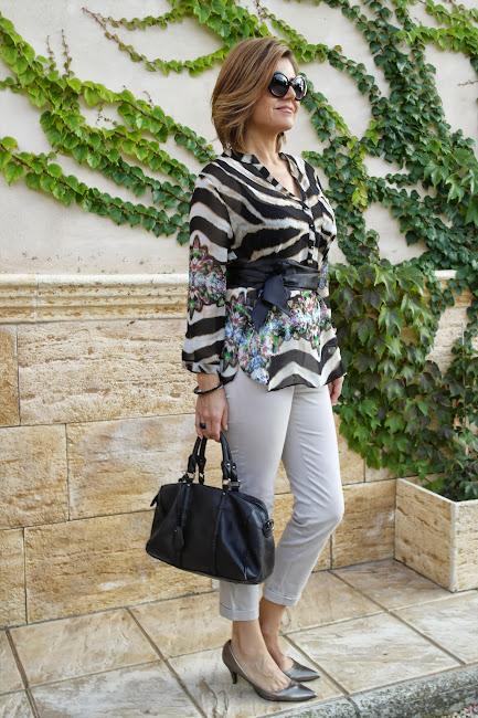 Pantalón Capri y camisa de gasa
