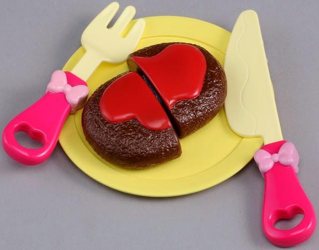Bộ đồ chơi nấu bếp cùng chuột Minnie được sản xuất từ chất liệu nhựa an toàn
