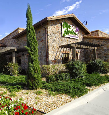 Olive Garden, 505 Gateway Dr, Brooklyn, NY 11239, United States