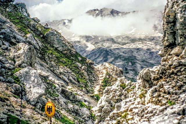 Wandern Zugspitze vom Gatterl blick zurück nach Bayern Tirol Ehrwald