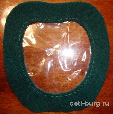 Пришиваем пластик к детали с окошком