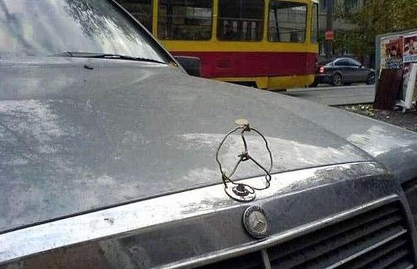 Logo de Mercedes Benz artesanal