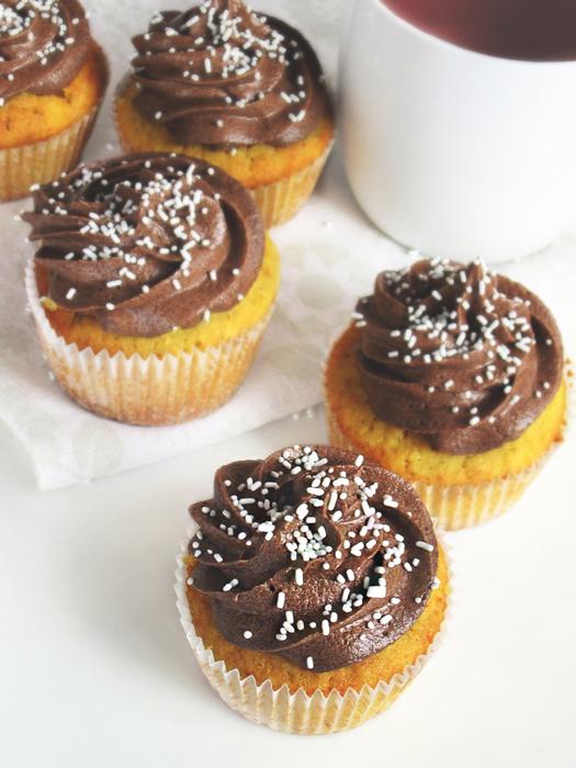 Vanilla cupcakes with Earl Grey frosting recipe tinascookings.blogspot.com