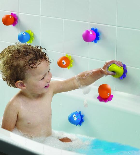 Đồ chơi khi tắm Bạch tuộc con bám chặt lên thành, tường