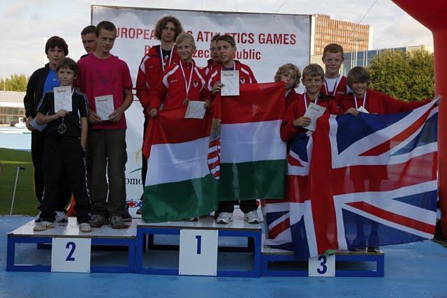Fotky z roku 2011 - Vlajky na stupních