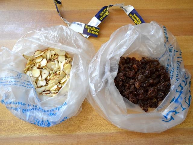 almonds raisins
