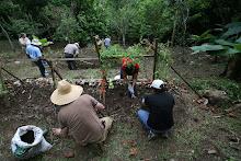 Nelson Alvarez ofrece un taller de preparacion y mantenimiento de Huertos Organicos.