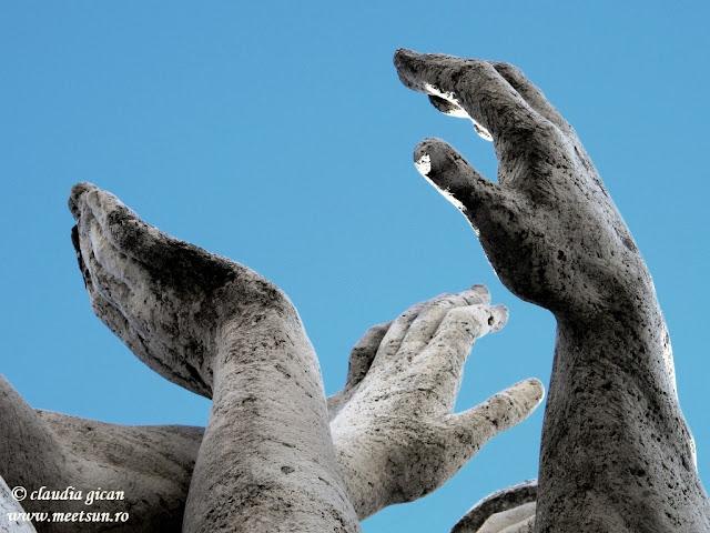 mâini de îngeri, îngeri de piatră