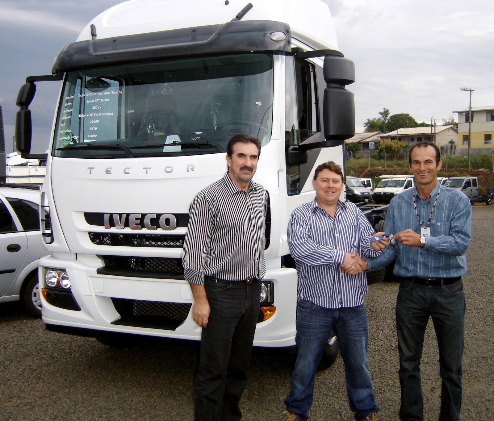 Transportadora de madeira compra mais um Iveco Tector zero km ENTREGA%2520TECCTOR%2520ZANIN%252001 10 2012%2520002