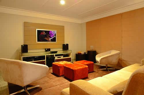Sala De Tv Com Projetor ~ no caso de salas pequenas nada de colocar sofás minúsculos