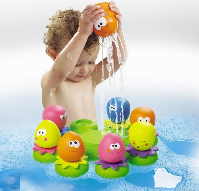 Đồ chơi khi tắm Bạch tuộc mẹ đóng vai trò tưới nước