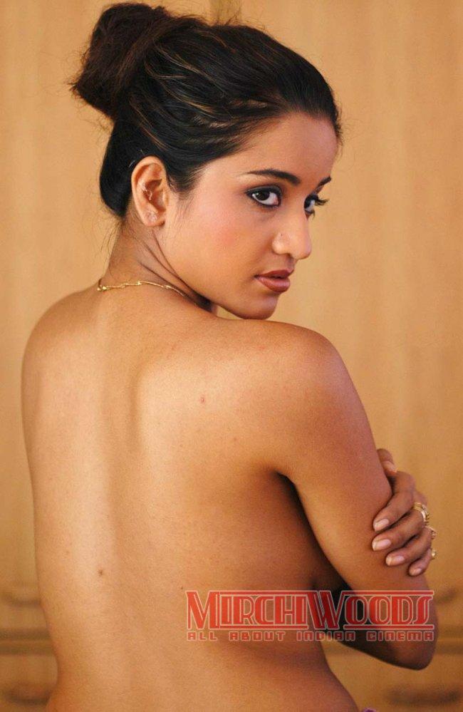 https://lh5.googleusercontent.com/-6N3BWDDdg6Q/TYcslw9uthI/AAAAAAAACGM/JTs-OpaWDp0/s1600/classic-mallu-actress-glamour-photos-32.jpg_650.jpg