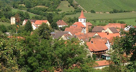 Tauberscheckenbach vom Radweg Liebliches Taubertal aus gesehen