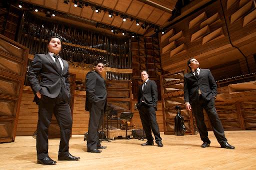 El Cuarteto de Cuerdas Simón Bolívar está integrado por Alejandro Carreño y Boris Suárez en los violines,Ismel Campos en la viola y Aimon Mata en el  violonchelo