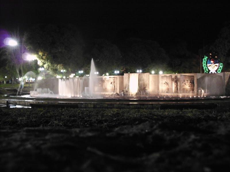 Plaza Independencia por la noche