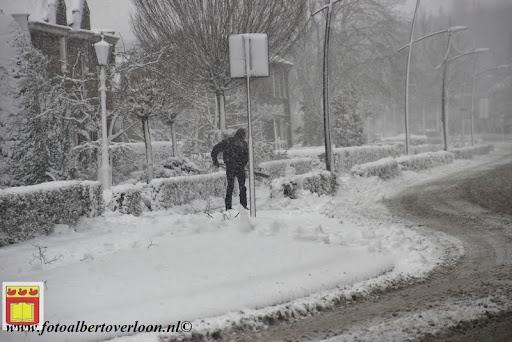 eerste sneeuwval in overloon 07-12-2012  (37).JPG