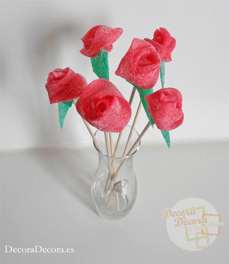 Hacer rosas con gominolas.