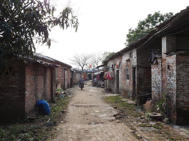 broken up brick road south of Jiaoqiao New Road (滘桥新路) in Yangjiang