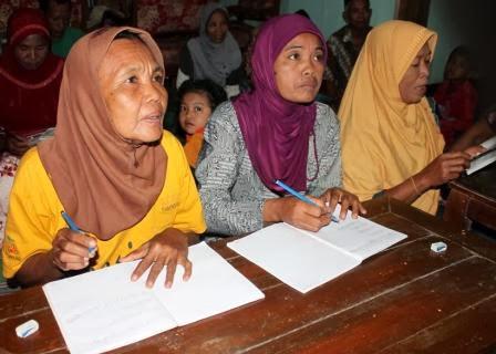 Para peserta PKBM Bersinar di Desa Teguhan, Kecamatan Paron, Kabupaten Ngaw