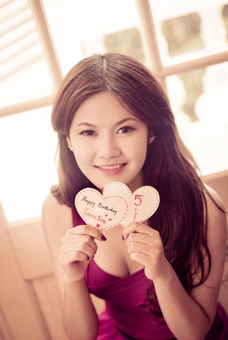 Dàn hotgirl xinh đẹp chúc mừng sinh nhật Đột Kích 6