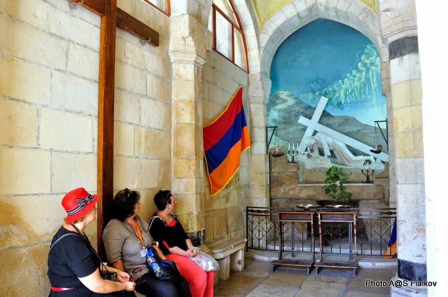 Третья станция Виа Долороза, внутри. Экскурсия по Иерусалиму. Гид в Израиле Светлана Фиалкова.