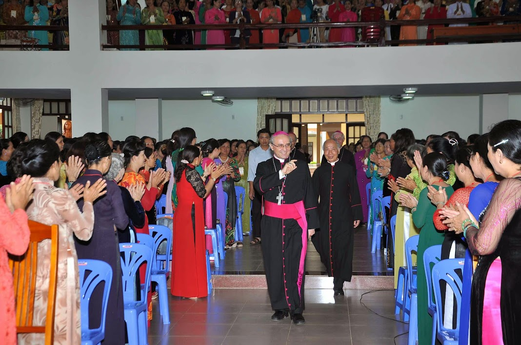 """Gần 2400 quí Bà Cố và quí Hiền mẫu tham dự """"Ngày Tôn Vinh Các Bà Mẹ"""""""