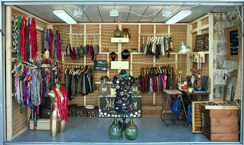 Anuscas family xi mercado navide o de artesan a 2010 11 - Decoracion vintage sevilla ...