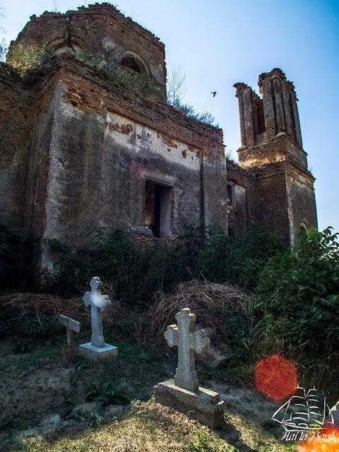 biserica ruina gostinari