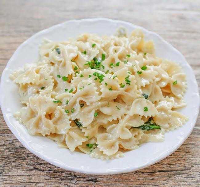 overhead photo of alfredo pasta