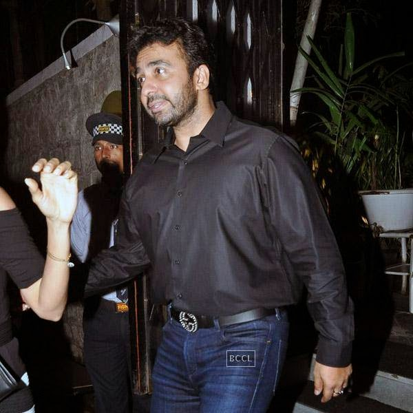 Raj Kundra snapped out side restaurant Lido, in Mumbai. (Pic: Viral Bhayani)
