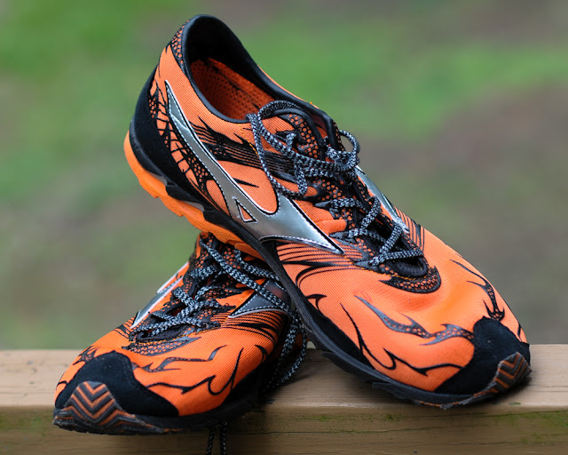 Mizuno Wave Universe 4 upper view